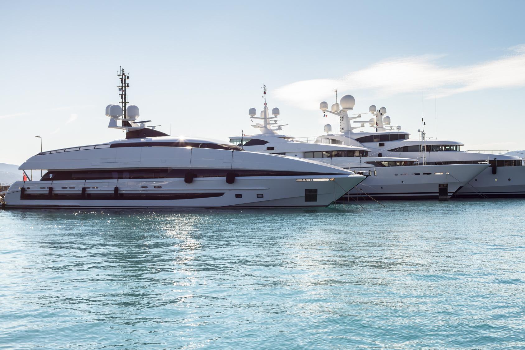 Jetzt wird es opulent – Große Yachten willkommen (Titelbild)